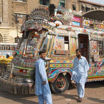 Transportes Publicos no Paquistao